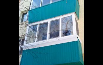 Увеличение и обшивка балкона, остекление