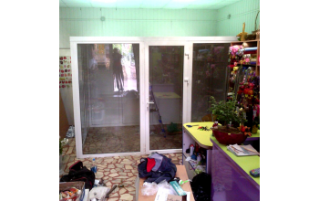 Холодильная комната в цветочном магазине